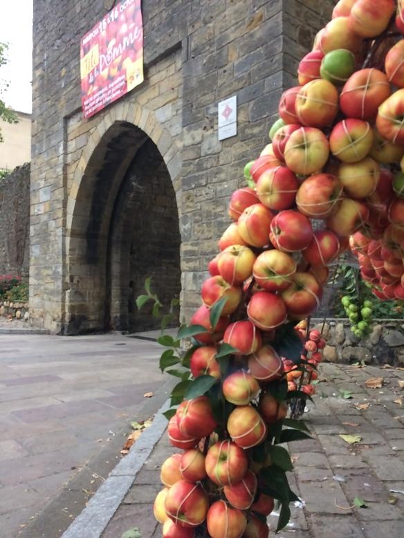 """""""fete de la pomme Mirepoix"""" """"restaurant Mirepoix"""" """"cave à vin Mirepoix"""""""